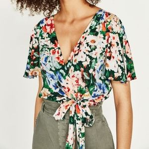 NWT ZARA SIDE TIE FLORAL TOP WRINKLE FREE